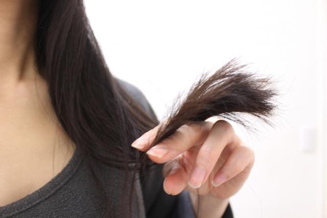 ヘアカラーで髪の毛はどのように痛む?~美容室でカラーをおすすめする理由~